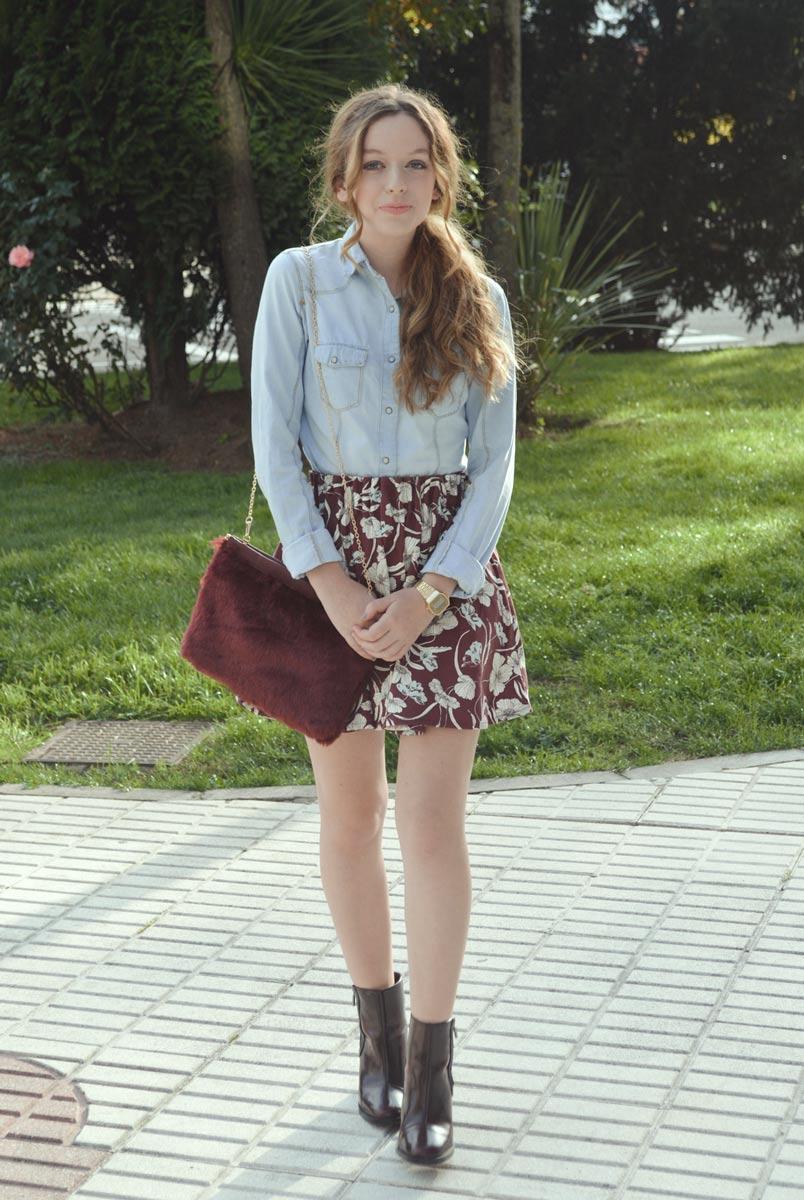 Falda de flores con chaqueta vaquera