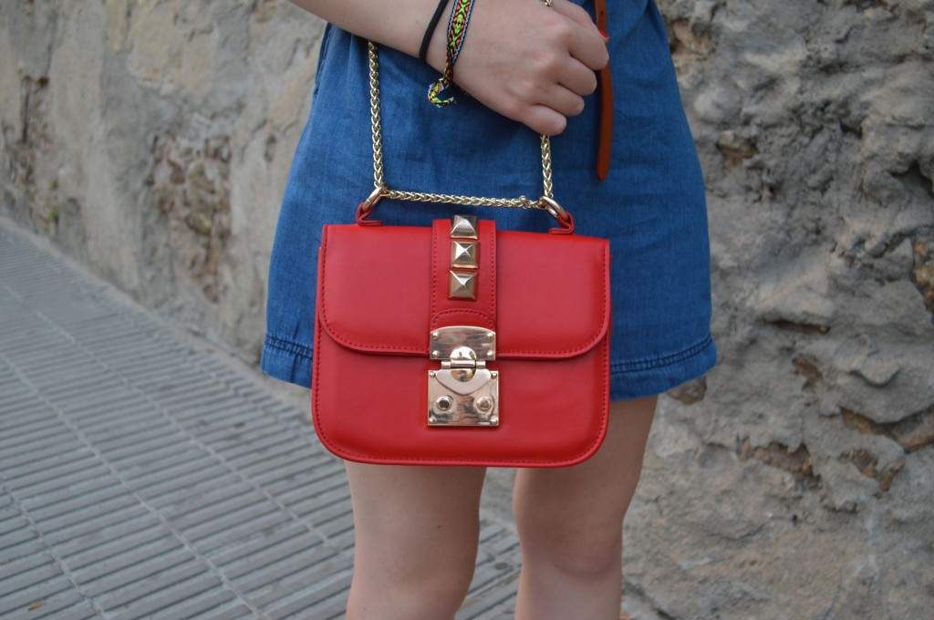 Bolso fino de color rojo