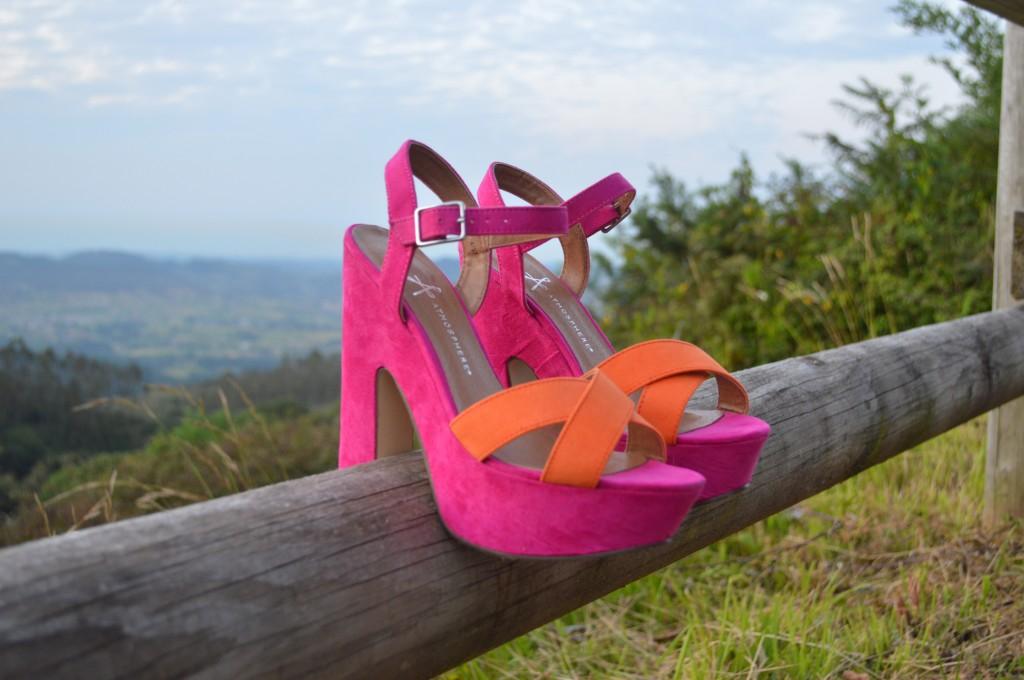 Zapatos fucsia y naranja, tacon alto