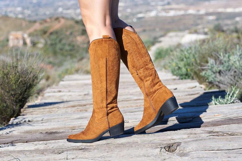 Botas altas cowboy en color camel-marrón