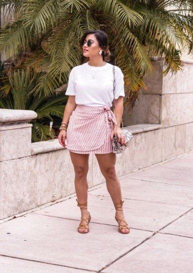 blusa blanca con fondo pequeño