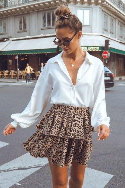 camisa blanca de leopardo estampada con puntas finamente estilizadas