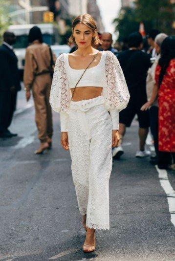 blusa blanca con cintura alta