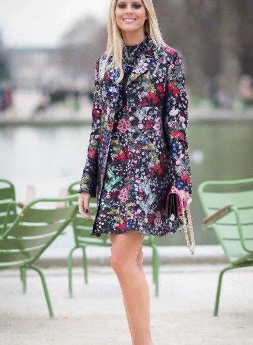 chaqueta con vestido floral