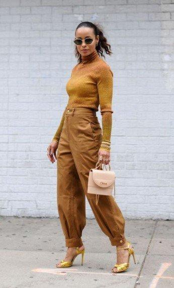 vestido monocromático beige