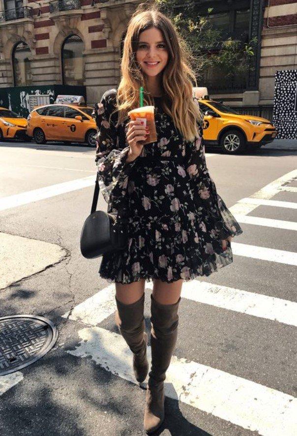 vestido con vestido floral
