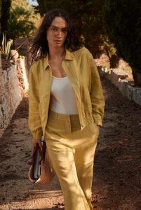 chaqueta amarilla de verano