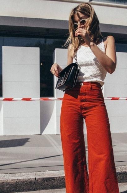 blusa blanca jeans rojos