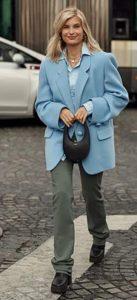 chaqueta azul claro