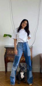 atuendo básico con jeans y una camiseta blanca