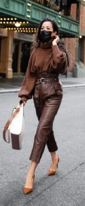 traje marrón