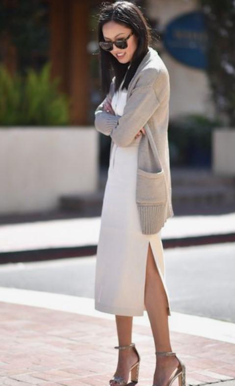 Rebeca beige con la ropa necesaria para el vestuario de primavera.