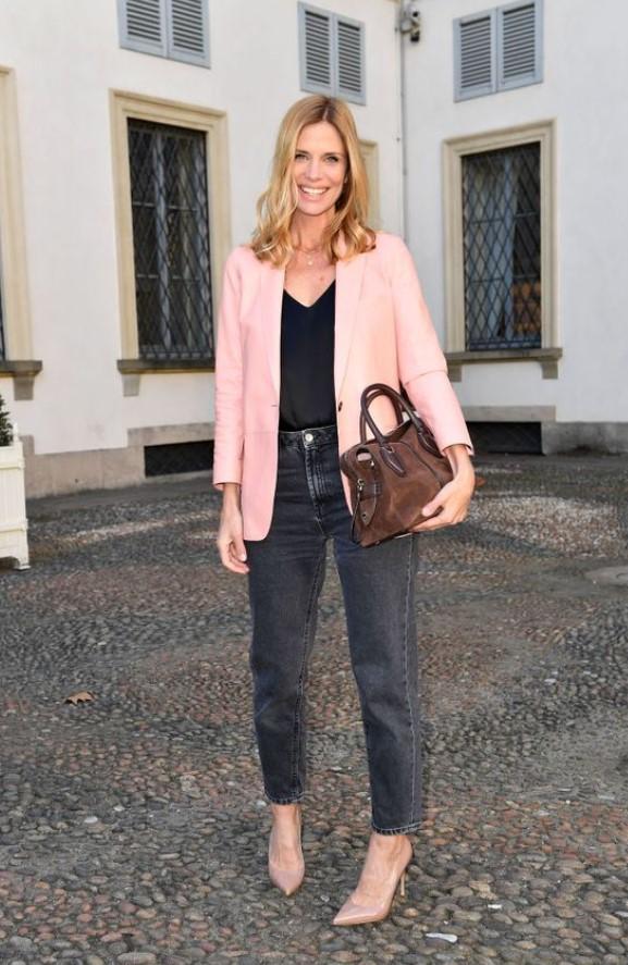 combinación con jeans y chaqueta