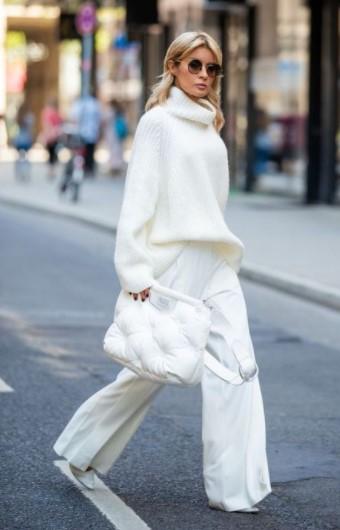 pantalones holgados blancos de punto