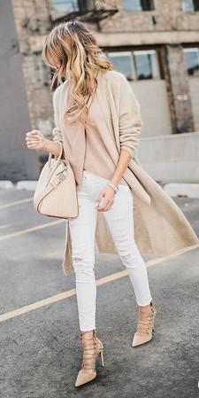combinación beige y blanco