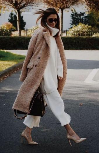 ropa blanca abrigo beige