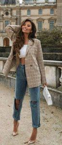 atuendo con jeans y chaqueta