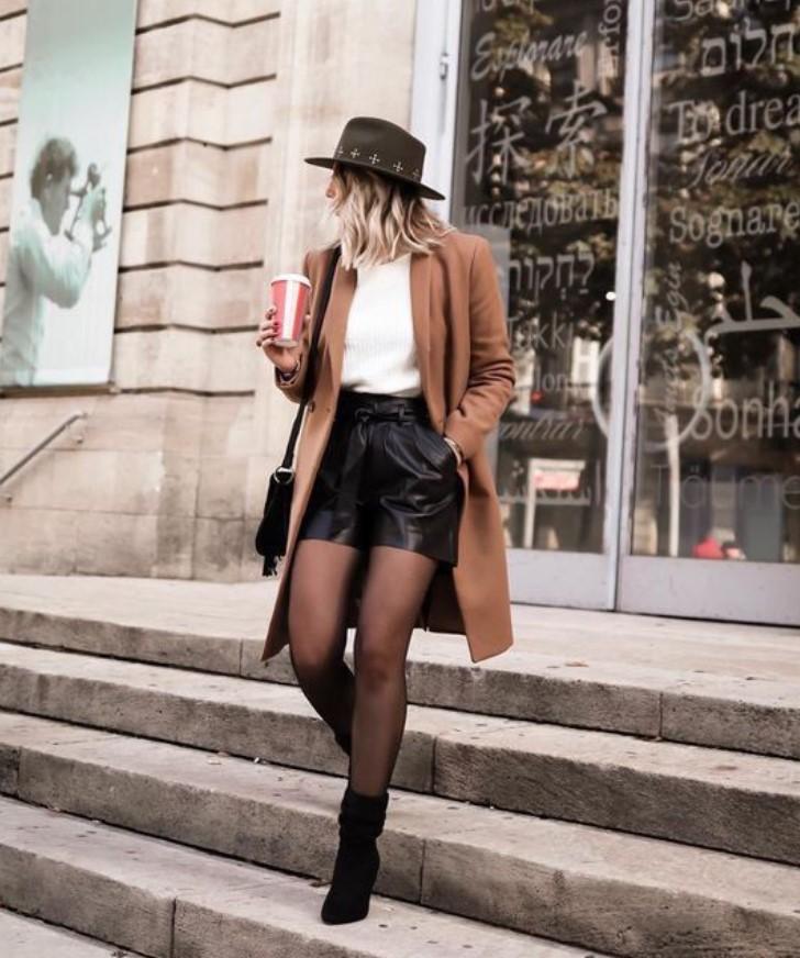 ropa de invierno con pantalones cortos y abrigo