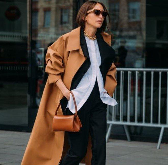 traje de mujer negro con abrigo tampa