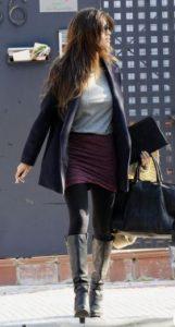 minifalda con medias gruesas