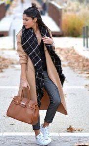 abrigo y zapatillas
