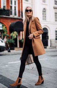 abrigo y leggings negros