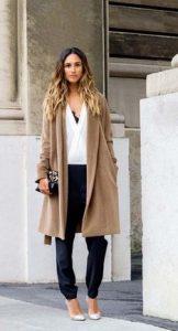 abrigo y tacones