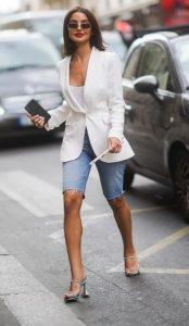 conjunto con chaqueta blanca