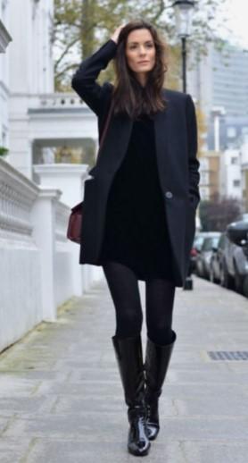 vestido negro con botas negras