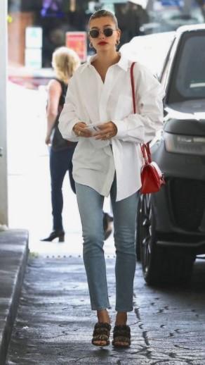 camisa blanca con jeans