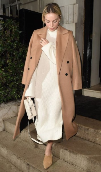 abrigo beige vestido blanco combinaciones de colores ropa cara
