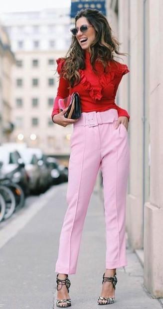 camisa roja pantalones rosas combinaciones de colores ropa cara