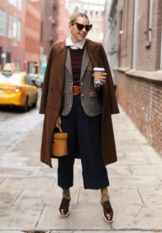 abrigo marrón chaqueta calzoncillos con cremallera atuendo diario frío