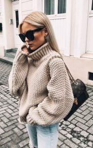 suéter beige