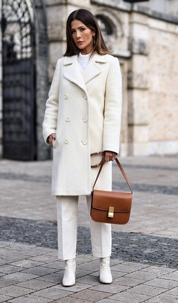 abrigo de mujer blanco con solapa