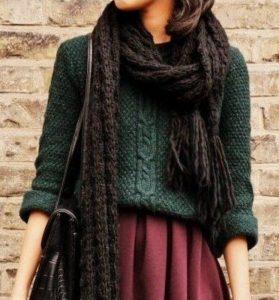 combinación de ropa con verde marrón burdeos