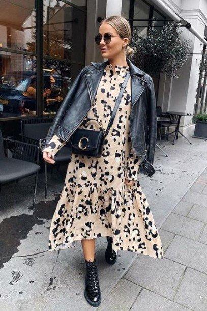 chaqueta de cuero vestido con estampado animal