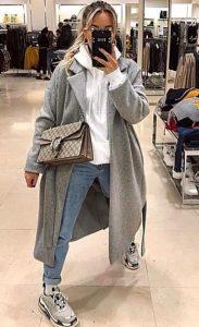 vestirse con jeans y un abrigo