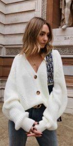 vestido con cárdigan blanco