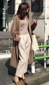 traje marrón beige