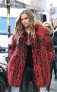 traje de invierno con piel