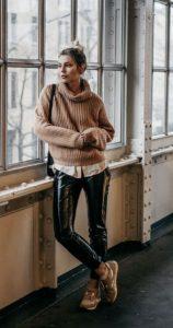 traje de invierno con pantalones de vinilo