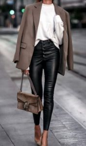 traje de invierno con pantalones de cintura alta