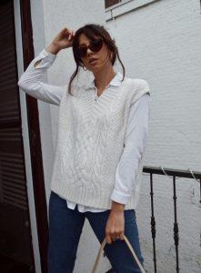 vestido con chaleco de punto blanco
