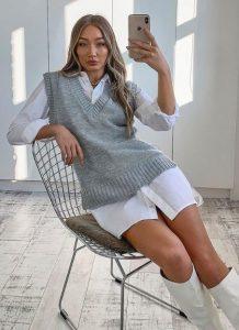 chaleco gris con camisa blanca