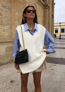 mirada femenina con chaleco