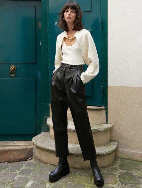 pantalones de cuero negro de cintura alta de punto blanco