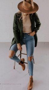 bota marrón con chaqueta