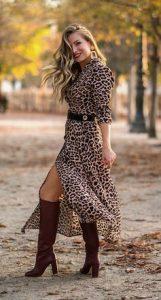 vestido de leopardo con bota