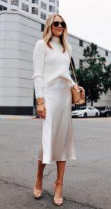 Ropa de mujer elegante en blanco